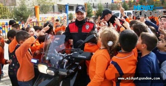 """Mardin'de """"Güvenli Okul Güvenli Çevre Projesi"""" Projesi"""