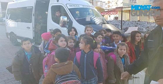 Öğrenci Servisinde 16 kişilik minibüste 38 öğrenci