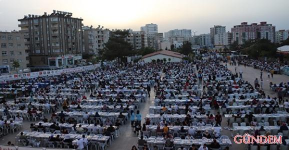 Yaman, iftar programlarında on binlerce vatandaşla bir araya geldi