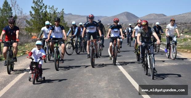 Dargeçit'te 'Bağımlı Olma Özgür Ol' Diyerek Bisiklet Sürdüler
