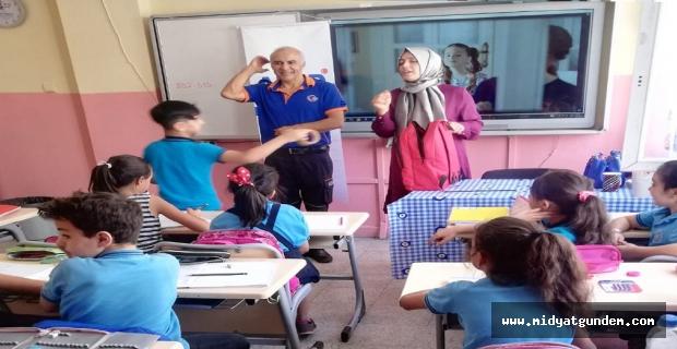 """İlkokul öğrencilerine """"afet çantası hazırlama"""" eğitimi"""