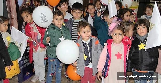 Artuklu Belediyesi'nden çocuklara sinema hediyesi