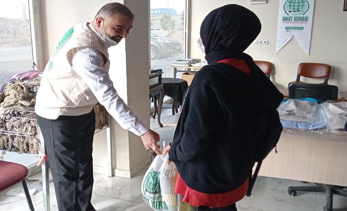 Umut Kervanı Gönüllü Anneleri'nin Gıda Paketleri Mardin'de Muhtaçlara Ulaştırıldı