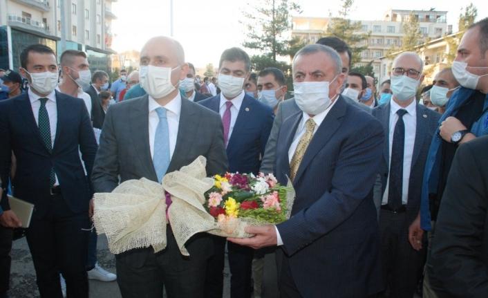 Son dakika... Ulaştırma ve Altyapı Bakanı Karaismailoğlu Midyat'ta geliyor
