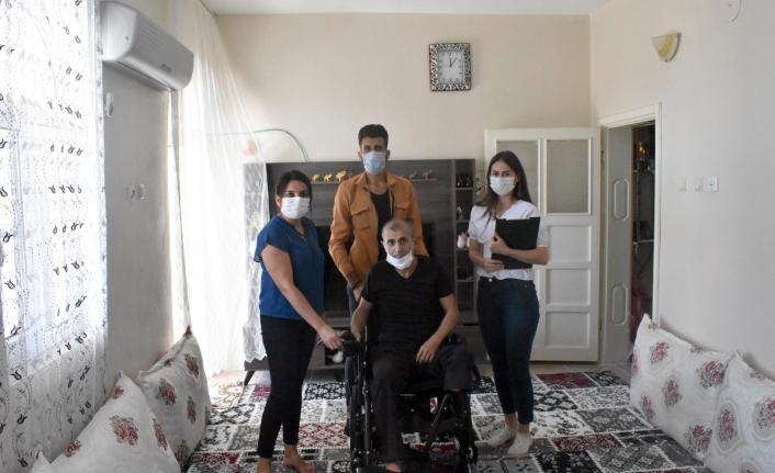 Mardin Büyükşehir Belediyesinden Engelli Vatandaşa Akülü Sandalye