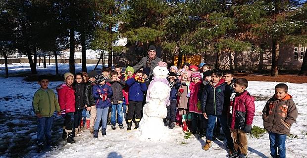 Kocatepe İlkokulu Öğrencilerinin Kar Keyfi
