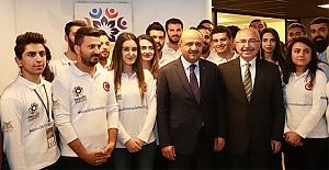 Başbakan Yardımcısı Fikri Işık Gençlik Merkezi'ni ziyaret etti