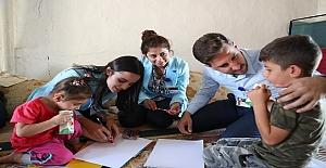 Yaman'dan Öğrencilere Okul Hediyesi