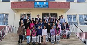 Midyat'ta Başarılı Öğrencilere Hazır Giyim Yardımı