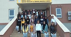 Midyat'ta Başarılı 30 Öğrenciye Eşofman Takımı