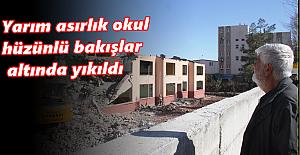 Yarım asırlık okul hüzünlü bakışlar altında yıkıldı