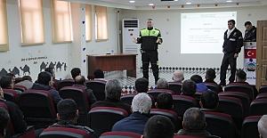 Midyat'ta okul servis sürücülerine eğitim verildi