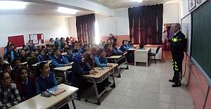 bÖğrencilere Trafik Eğitimi Verildi/b