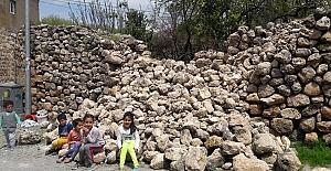 Doğan, yıkık virane duvarın onarılmasını istiyor