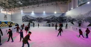 22 bin çocuk buz pistiyle mutlu oldu