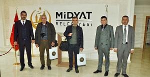 bspan style=color:#0000ffBaşkan Şahin, gazetecilere eldiven,.../span/b