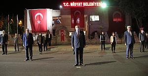 Midyatlılar İstiklal Marşı'nı balkonlardan okudu