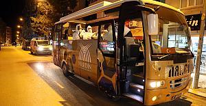 Mardin'de evde kalan vatandaşa 4 dilde konser