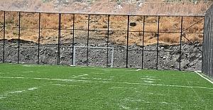 Dargeçit'te sentetik çim sahasının yapımı tamamlandı