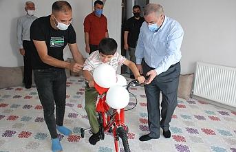 Başkan Şahin'den down sendromlu İbrahim'e doğum gününü sürprizi