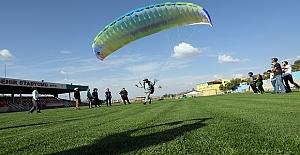 """Büyükşehir Belediyesince, """"Yamaç Paraşütü"""" eğitimleri"""