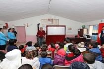 Mahalleme Tiyatro Geldi Projesi ile Çocuklara Tatil Hediyesi