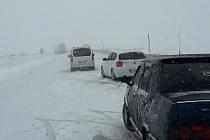 Kar Yağışı Nedeniyle Hop Geçidinde Araçlar Mahsur Kaldı