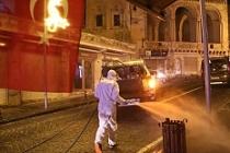 Mardin'de cadde ve sokaklar yıkanarak dezenfekte ediliyor