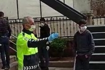 Polisten 'sosyal mesafe' uyarısı
