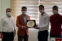 Dargeçit'te Tıp Fakültesi Kazanan Öğrenceiler Altınla Ödülendirildi