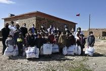 """Sağlık Çalışanları, """"Bir elde sen uzat"""" projesi kapsamda köy okullarını ziyaret etti"""