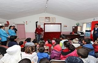 Mahalleme Tiyatro Geldi Projesi ile Çocuklara Tatil...