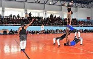 Midyat'taki Çocuklar Sirk Gösterisi İle Eğlendi