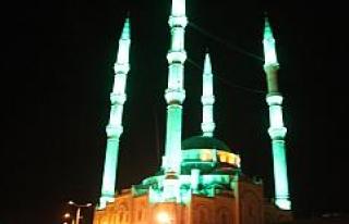Teravih kılınamayan camilerin minarelerinden ezan,...