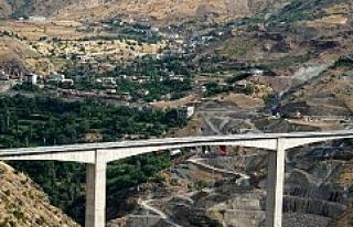 Türkiye'nin en yüksek köprüsü bölge ekonomisini...