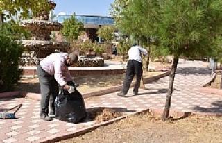 Parklarda Temizlik Çalışmaları Devam Ediyor