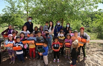 İhtiyaç sahibi çocuklara bayramlık giysi ve ayakkabı hediye edildi