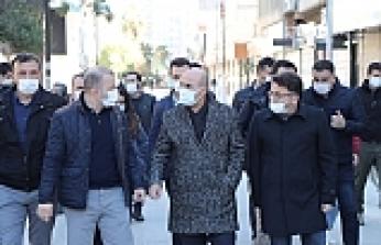 Vali Demirtaş, Kızıltepe Cumhuriyet Meydanı'nda İncelemelerde Bulundu