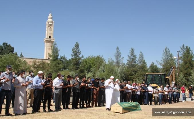 Silahla vurularak öldürülen Suriyeli işçi Midyat'ta defnedildi
