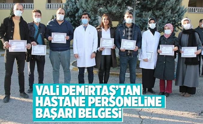 Vali Demirtaş'tan, Hastane personeline başarı belgesi