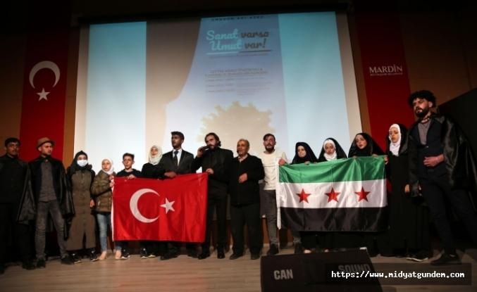 Savaş Mağduru Suriyelilerin Konu Alındığı Zeytin Ağacı Tiyatro Oyunu Sahnelendi