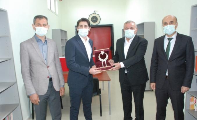 """Midyat'ta Genç İGİAD'dan """"Gönül Bağı Kütüphaneleri"""" açıldı"""