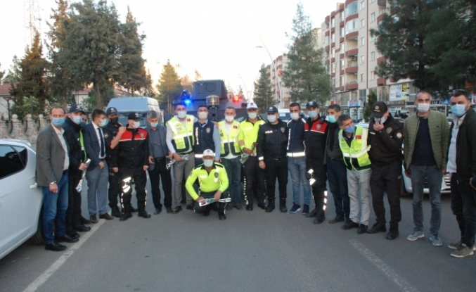 Midyat'ta kavga ihbarına gelen polise pasta sürprizi
