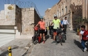 Fransız iki doktor, bisikletle Midyat'ı gezdi