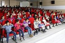 """""""Gülümse Geleceğe"""" tiyatrosu"""
