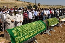 Midyat'taki trafik kazasında hayatını kaybeden 3'ü çocuk 6 kişi yan yana toprağa verildi