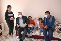 Başkan Şahin, Engelli Baba Ve Çocuklarına Sahip Çıktı
