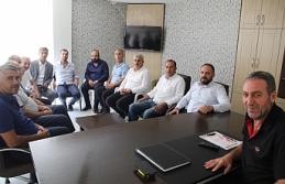 Yarış, AK Parti'nin önceki dönem ilçe başkanlarını...