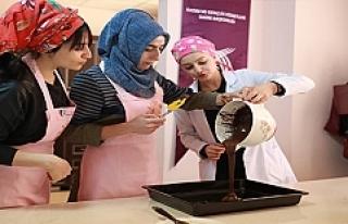 Hanımlardan Pastacılık kursuna yoğun ilgi