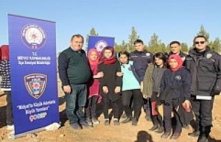 Midyat'ta Polis ve Öğrenciler2 Bin Fidanı Toprakla...